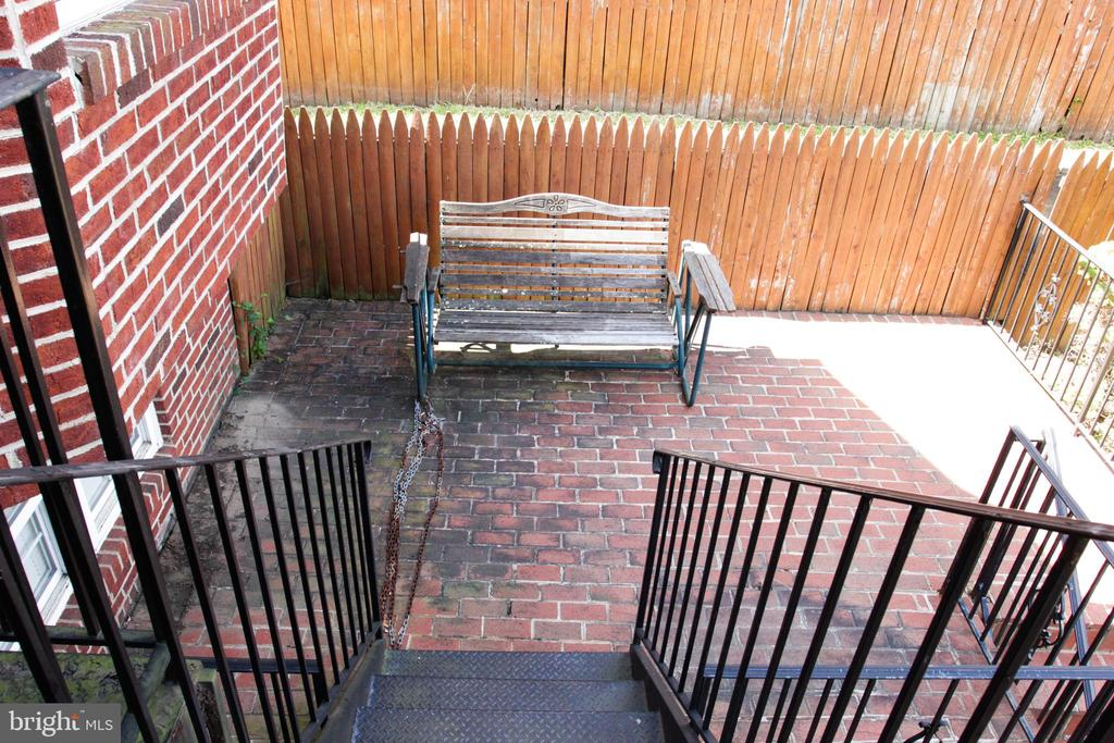 Exterior Seating - 4269 FOOTE ST NE, WASHINGTON