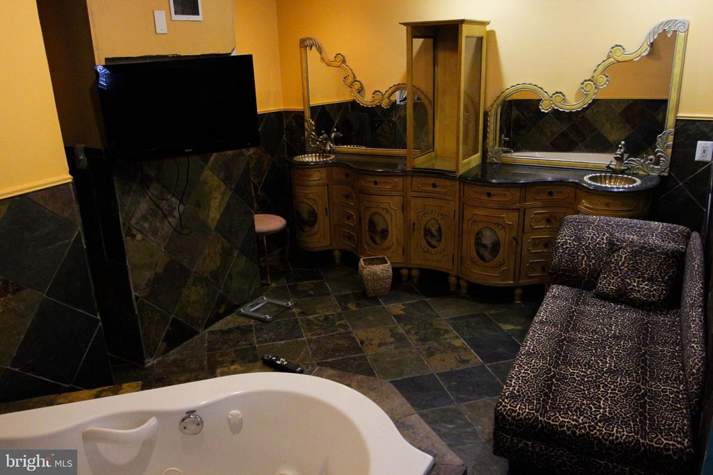 Main Level Master Bath View - 4269 FOOTE ST NE, WASHINGTON