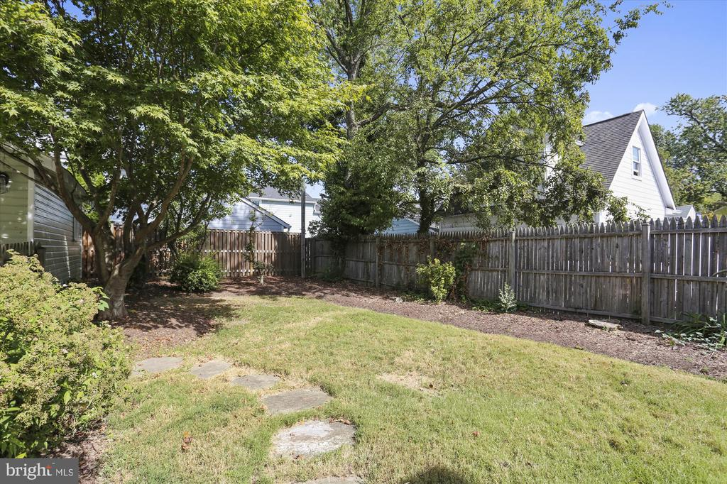 Landscaped and fully fenced - 4417 BRADLEY LN, CHEVY CHASE