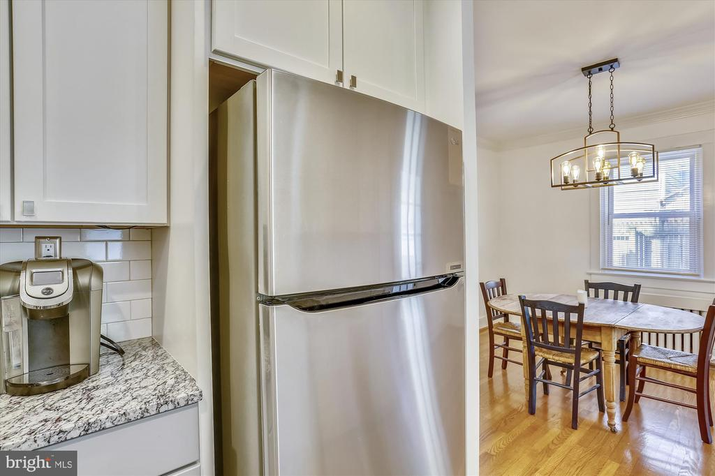 NEW stainless steel appliances - 4417 BRADLEY LN, CHEVY CHASE