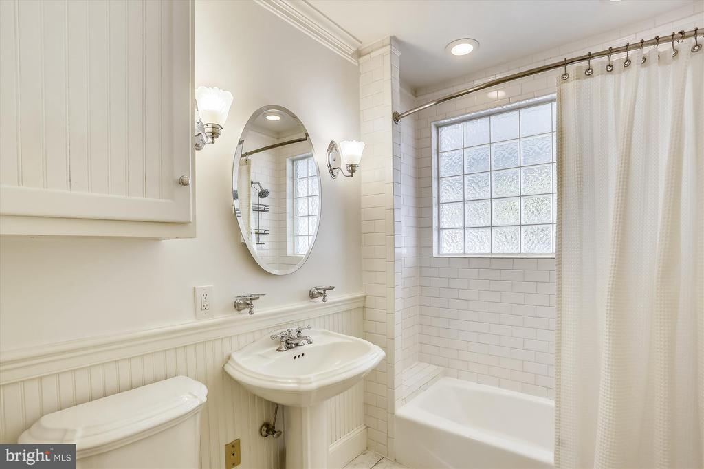 Remodeled Full Baath - 4417 BRADLEY LN, CHEVY CHASE