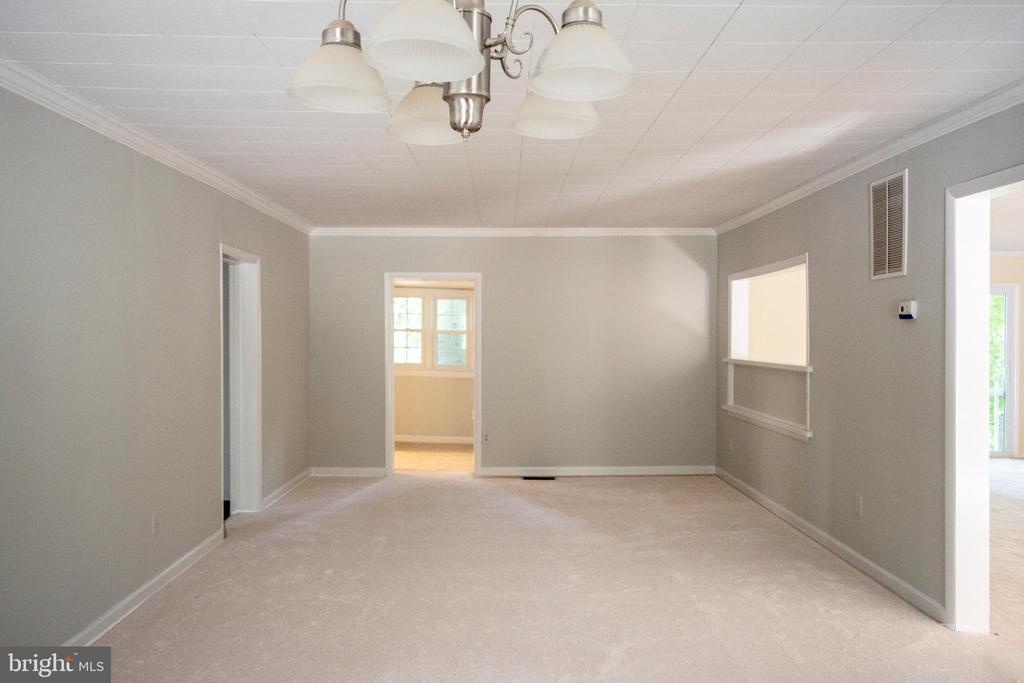 Dining Room off kitchen and next to Living Room - 11579 HOGAN PL, MANASSAS