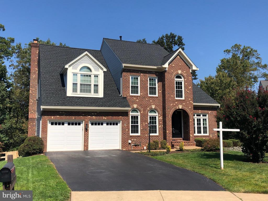 OVER 4300 SQ FT! - 46432 MONTGOMERY PL, STERLING