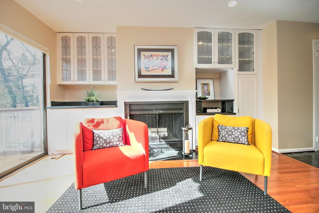 Family Seating Area - 2031 LAKEWINDS DR, RESTON