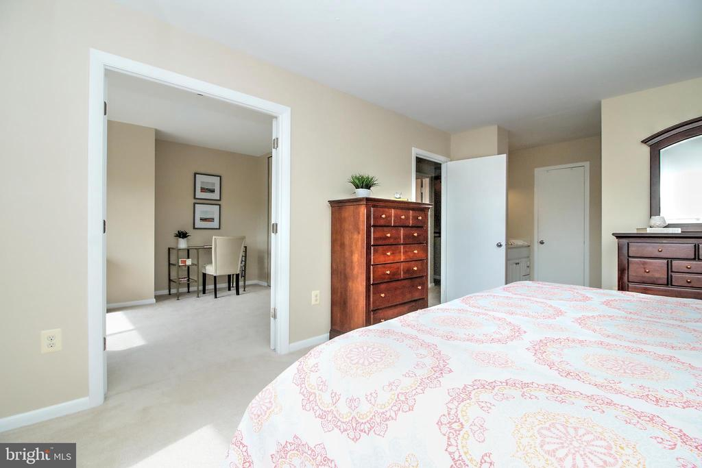 Master Bedroom opens to Bdrm 2/Study - 2031 LAKEWINDS DR, RESTON