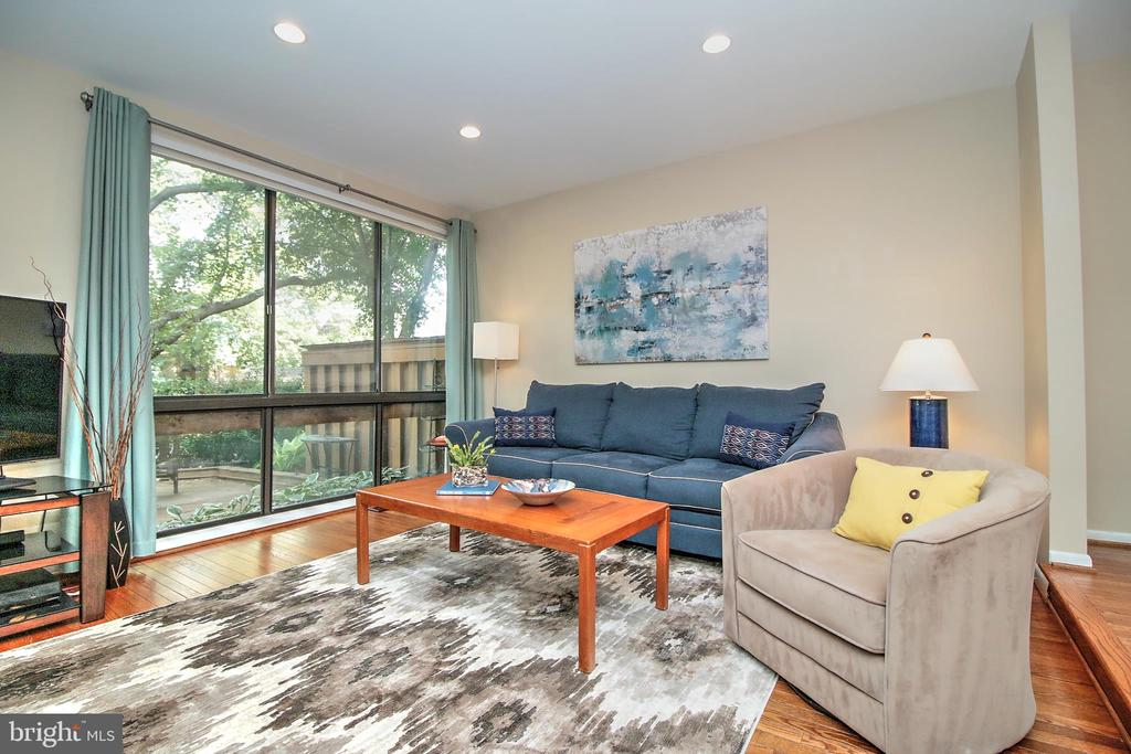 Living Room - 2031 LAKEWINDS DR, RESTON