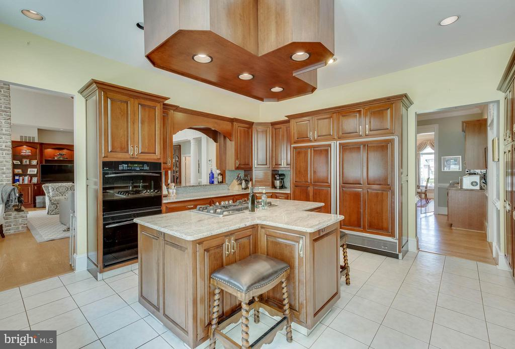 Gourmet kitchen - 40843 ROBIN CIR, LEESBURG
