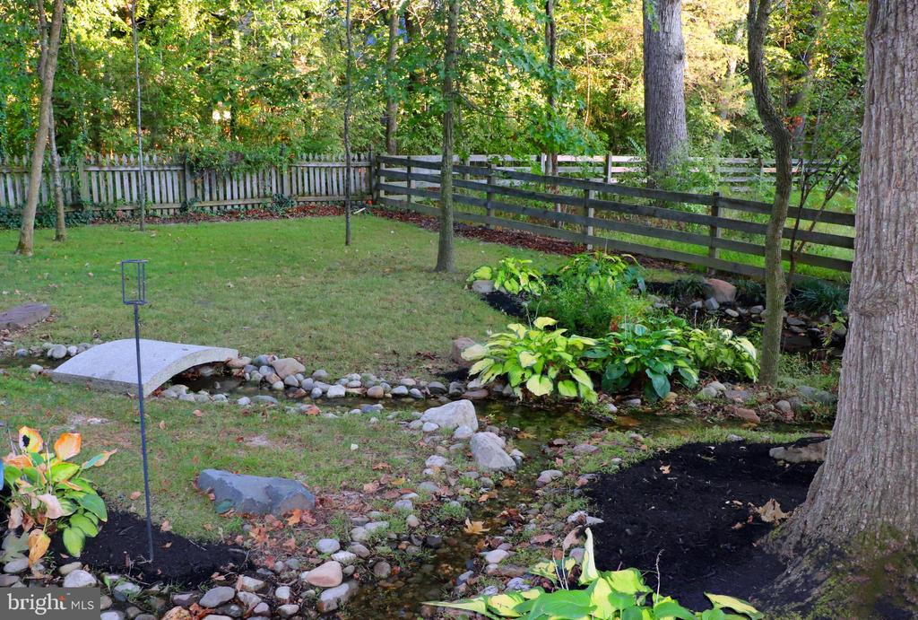 Hardscape and landscape is delightful! - 25272 RIPLEYS FIELD DR, CHANTILLY
