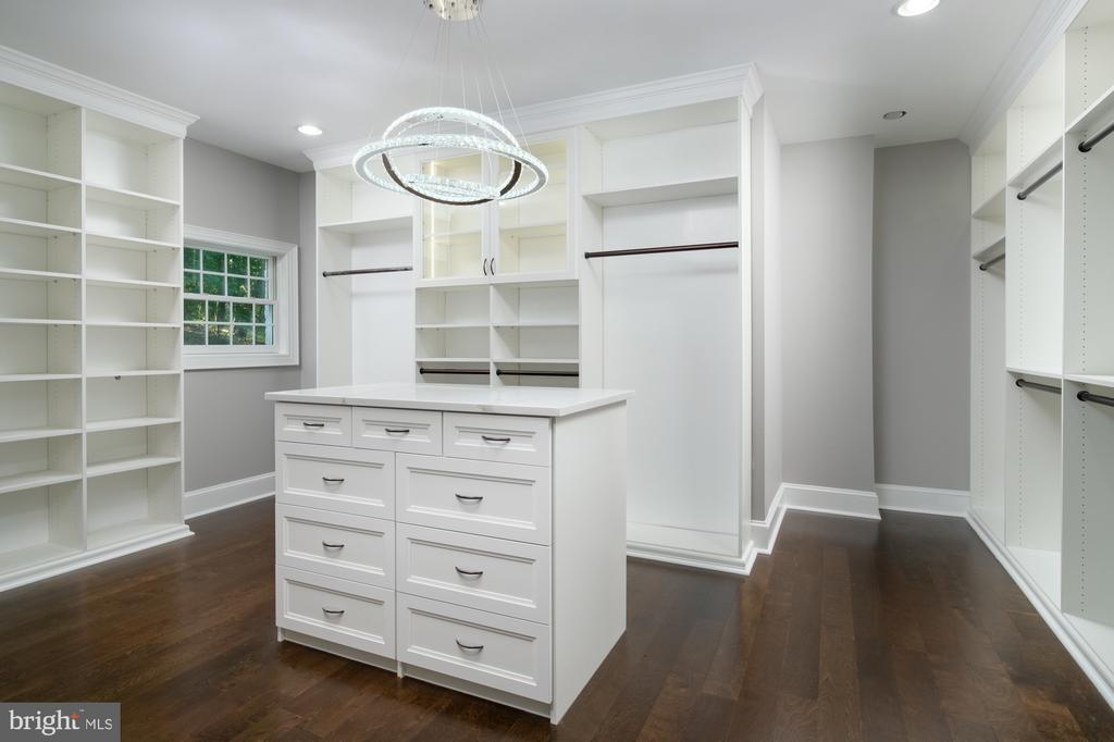 Elegant Master walk in closet - 8746 BROOK RD, MCLEAN