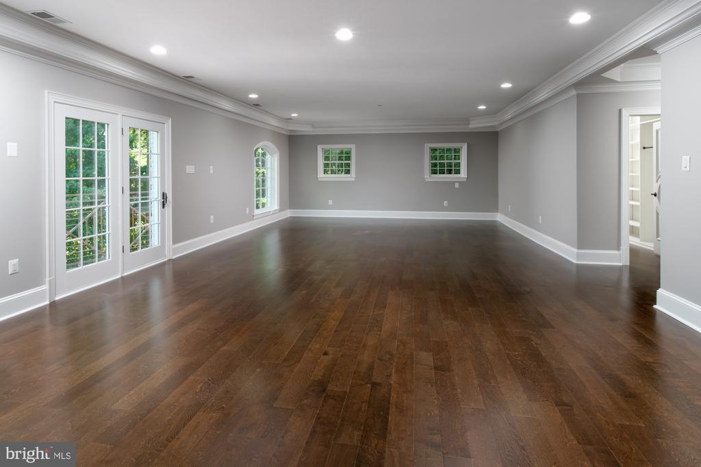 spacious family room - 8746 BROOK RD, MCLEAN