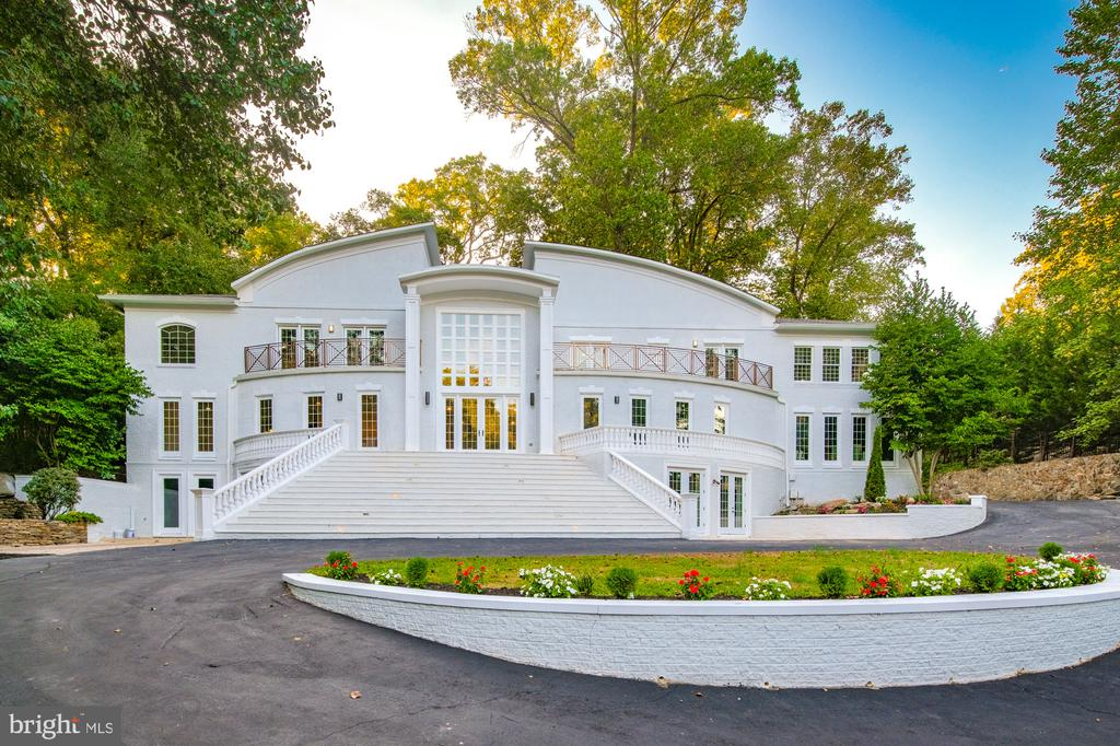 Magnificent Mansion - 8746 BROOK RD, MCLEAN