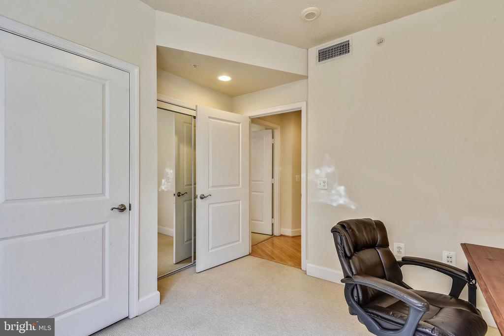 Use 2nd Bdrm for Office/Nursery/Exercise or Guests - 3600 S GLEBE RD #222W, ARLINGTON