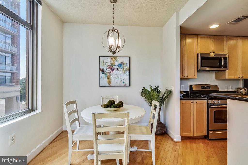 Dedicated Dining Area with NEW Lighting! - 3600 S GLEBE RD #222W, ARLINGTON