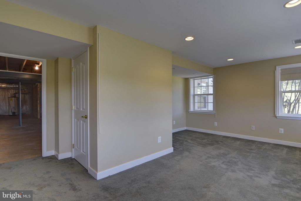 Basement Hobby Room - 42144 HEATERS ISLAND CT, LEESBURG