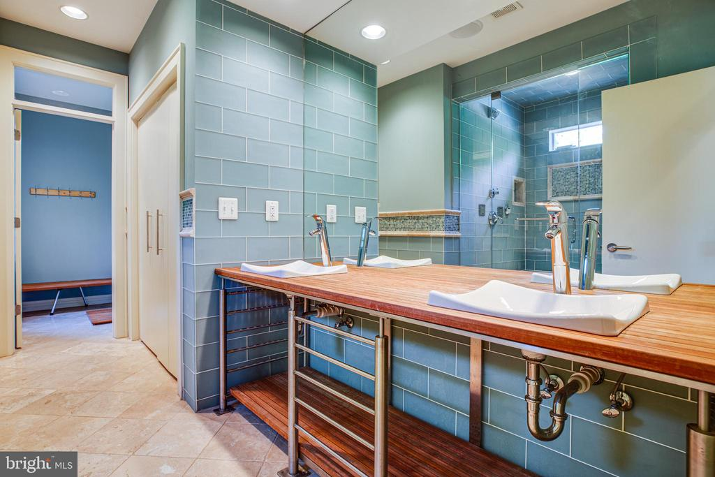 Full Bath / Pool Bath / Laundry on the main level - 112 CARROLL CIR, FREDERICKSBURG