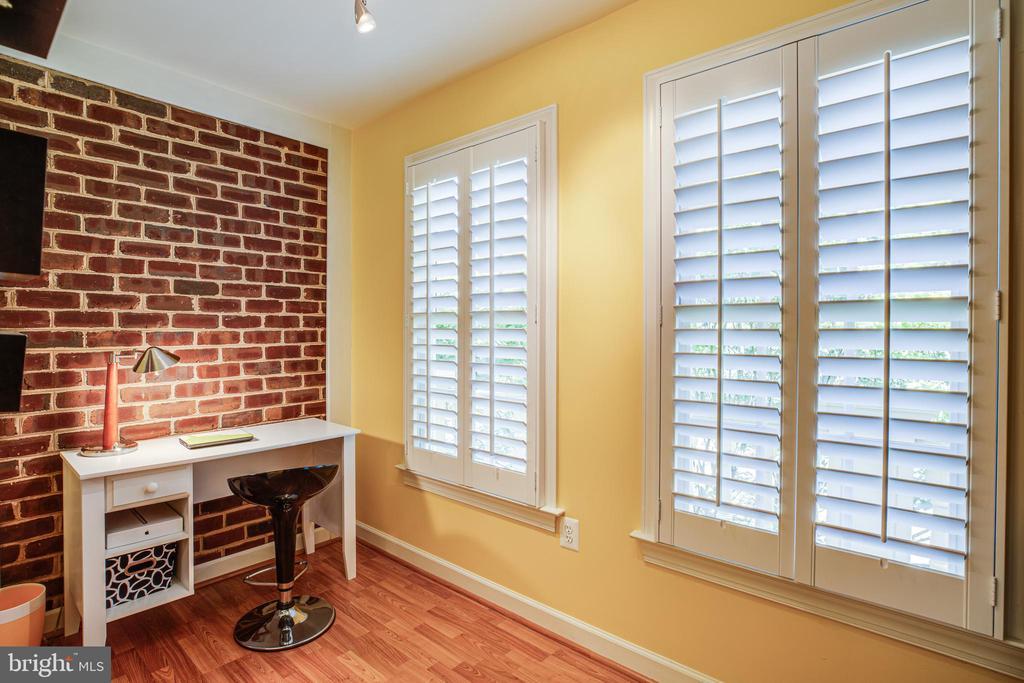 Sitting area in Bedroom 3 - 112 CARROLL CIR, FREDERICKSBURG