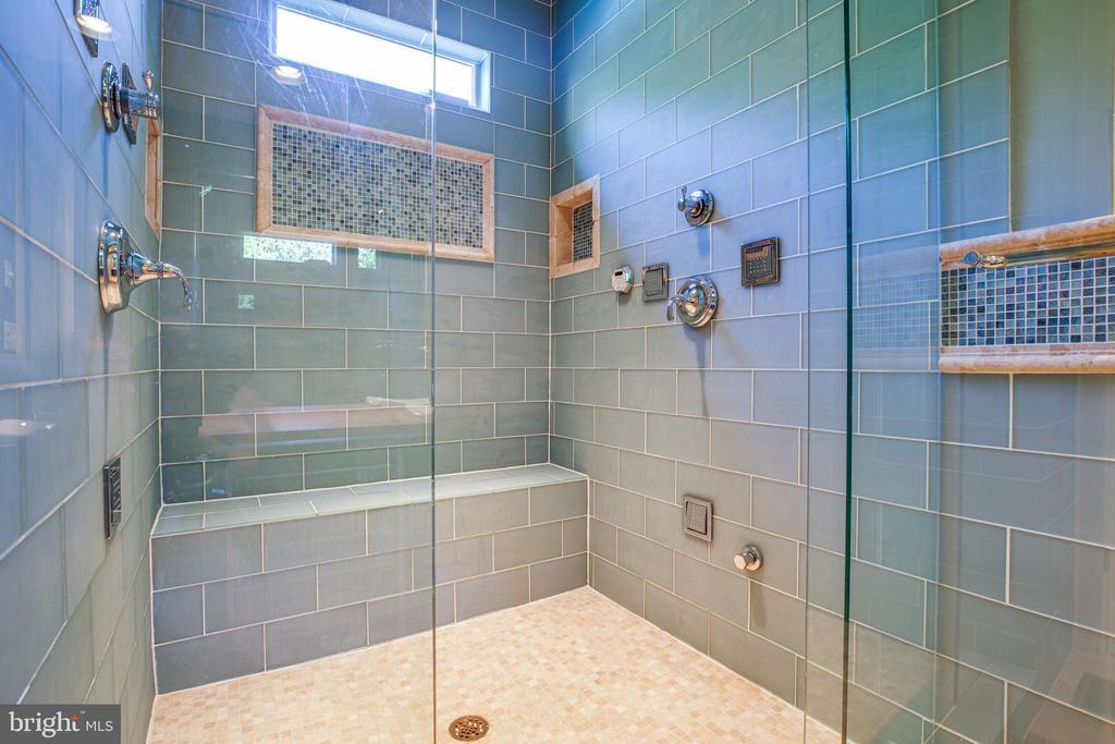 Steam Shower! Beautiful!! - 112 CARROLL CIR, FREDERICKSBURG