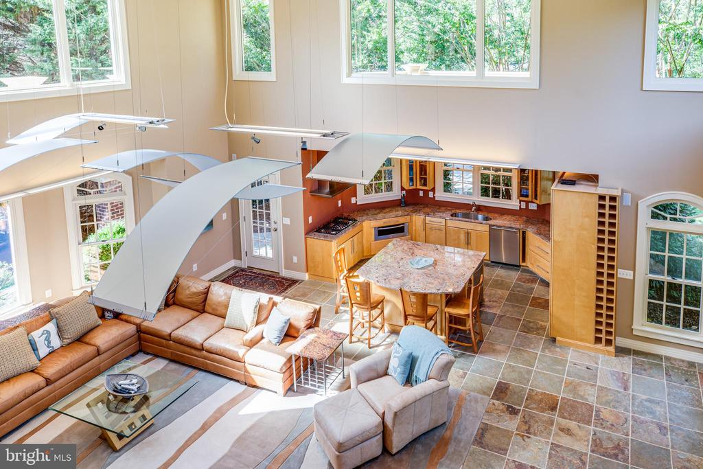 2-story family room and kitchen off pool area - 112 CARROLL CIR, FREDERICKSBURG
