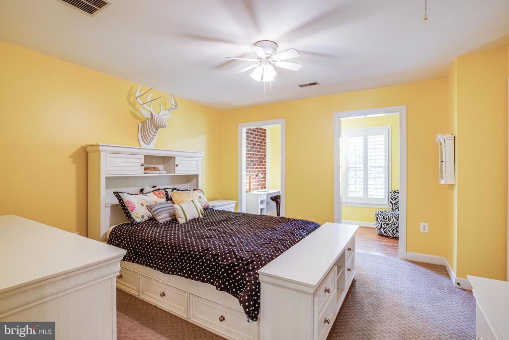 Bedroom 3 with additional sitting area - 112 CARROLL CIR, FREDERICKSBURG