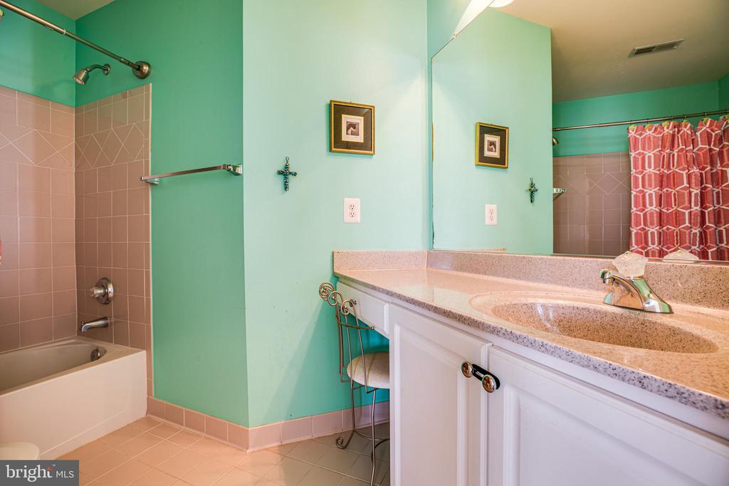 Full Bath Bedroom #4 - 112 CARROLL CIR, FREDERICKSBURG
