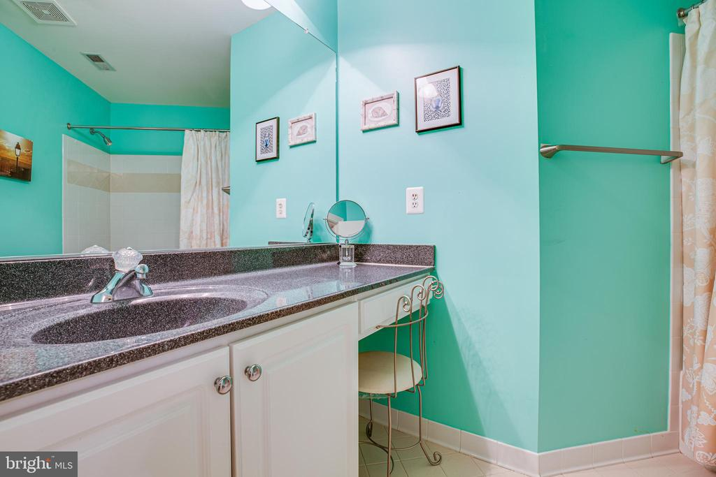 Full Bath Bedroom #3 - 112 CARROLL CIR, FREDERICKSBURG