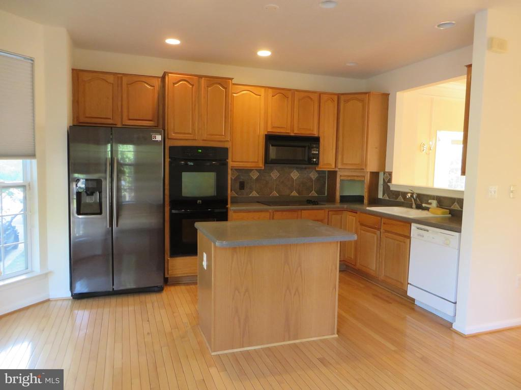 LARGE KITCHEN WITH ISLAND - 336 CAMERON STATION BLVD, ALEXANDRIA