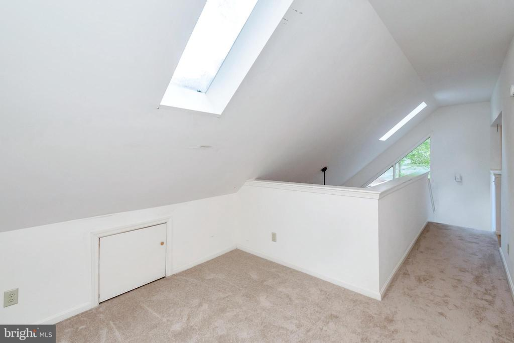 Loft Den with Skylight - 903 EASTOVER PKWY, LOCUST GROVE