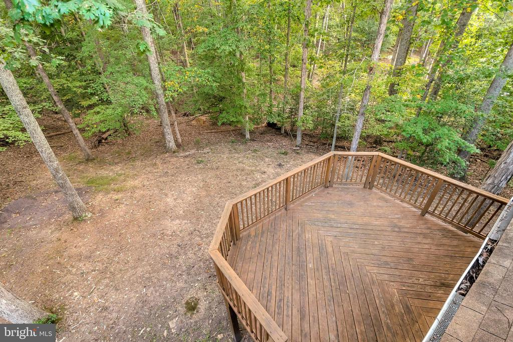 multi-tiered decking - 903 EASTOVER PKWY, LOCUST GROVE