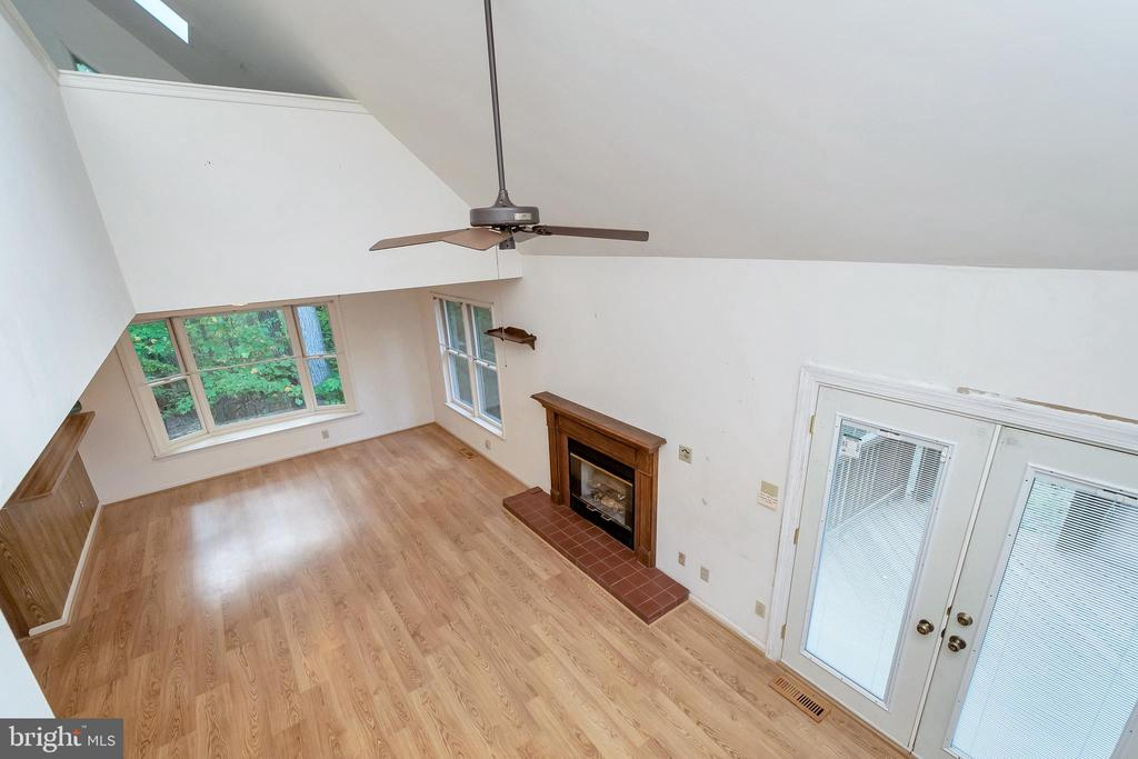 Loft overlook into great room - 903 EASTOVER PKWY, LOCUST GROVE