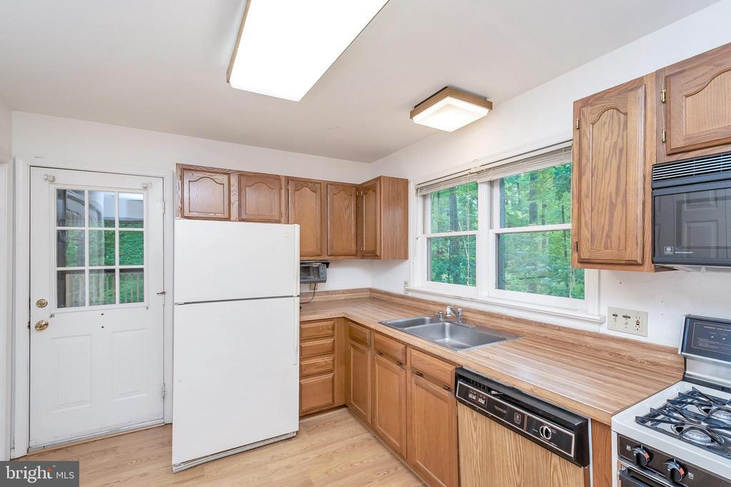 Kitchen with door to deck - 903 EASTOVER PKWY, LOCUST GROVE