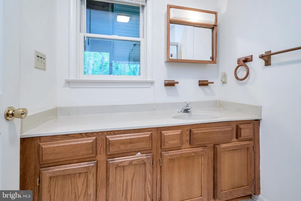 Guest Bath - 903 EASTOVER PKWY, LOCUST GROVE