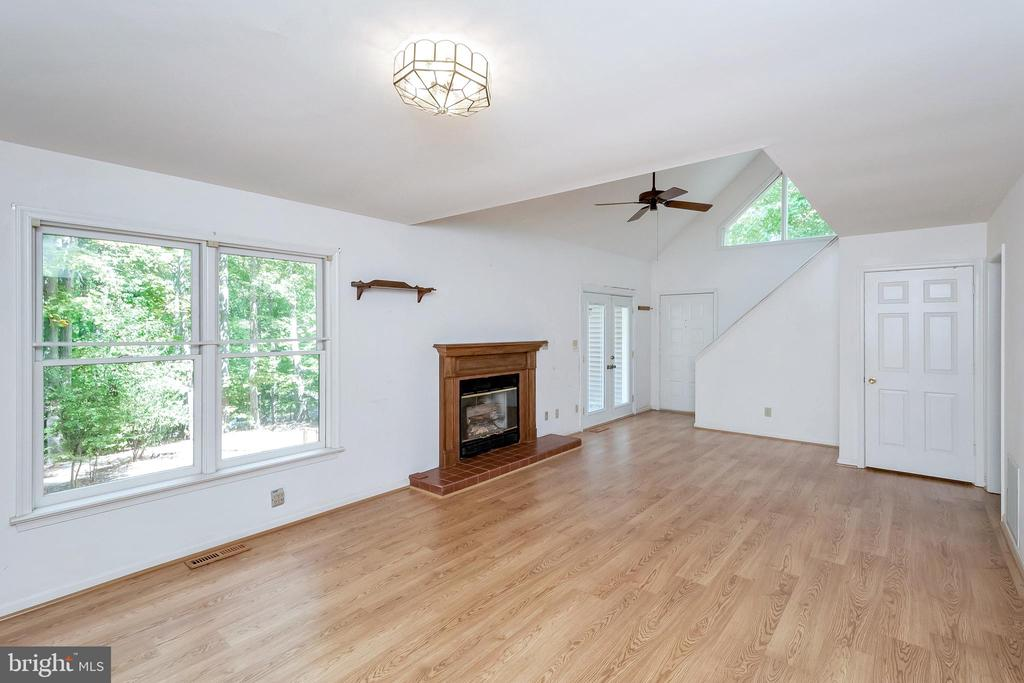 Great Room with view to stairwell & front entrance - 903 EASTOVER PKWY, LOCUST GROVE