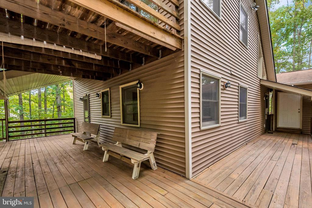 Wrap around deck view to bonus studio - 903 EASTOVER PKWY, LOCUST GROVE