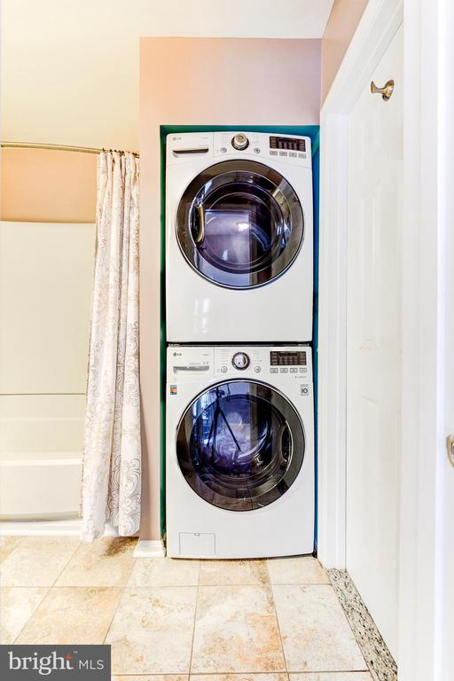 Laundry with stacked washer/dryer - 1849 N UHLE ST #1, ARLINGTON