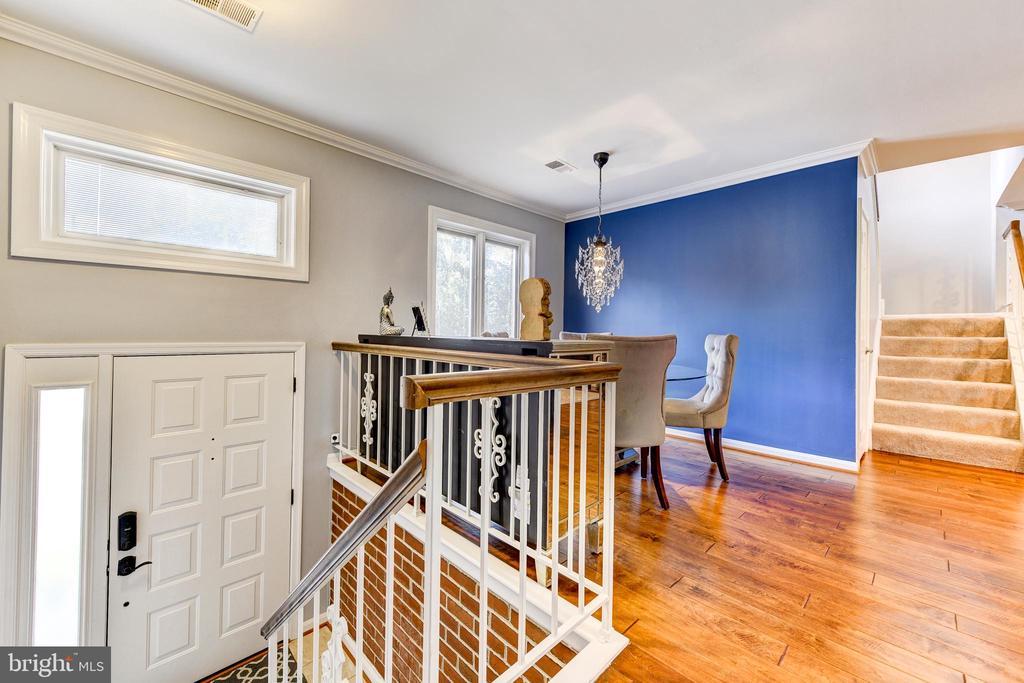 Open concept w/foyer - 1849 N UHLE ST #1, ARLINGTON