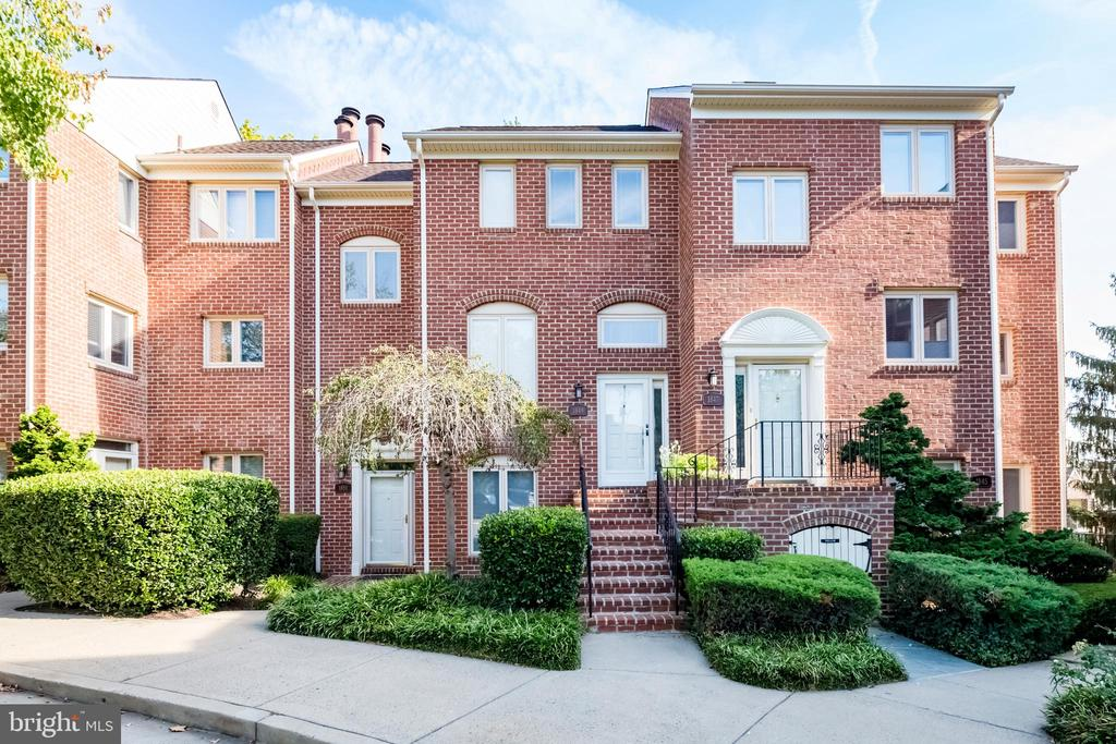 Colonial brick townhome - 1849 N UHLE ST #1, ARLINGTON