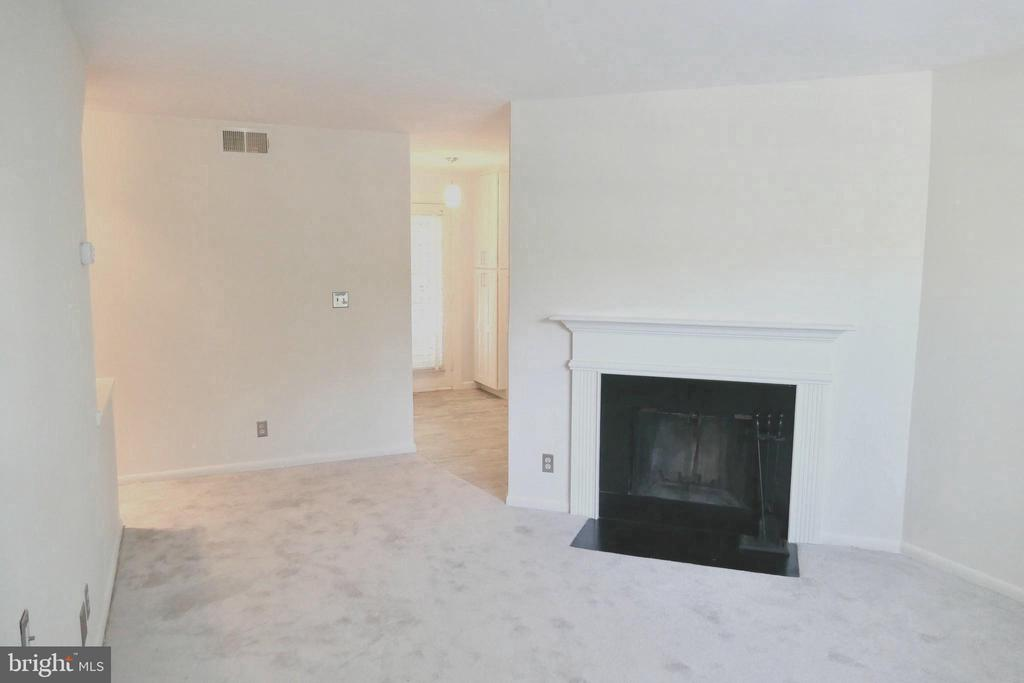 Living room w/ fireplace - 2629 S WALTER REED DR #C, ARLINGTON