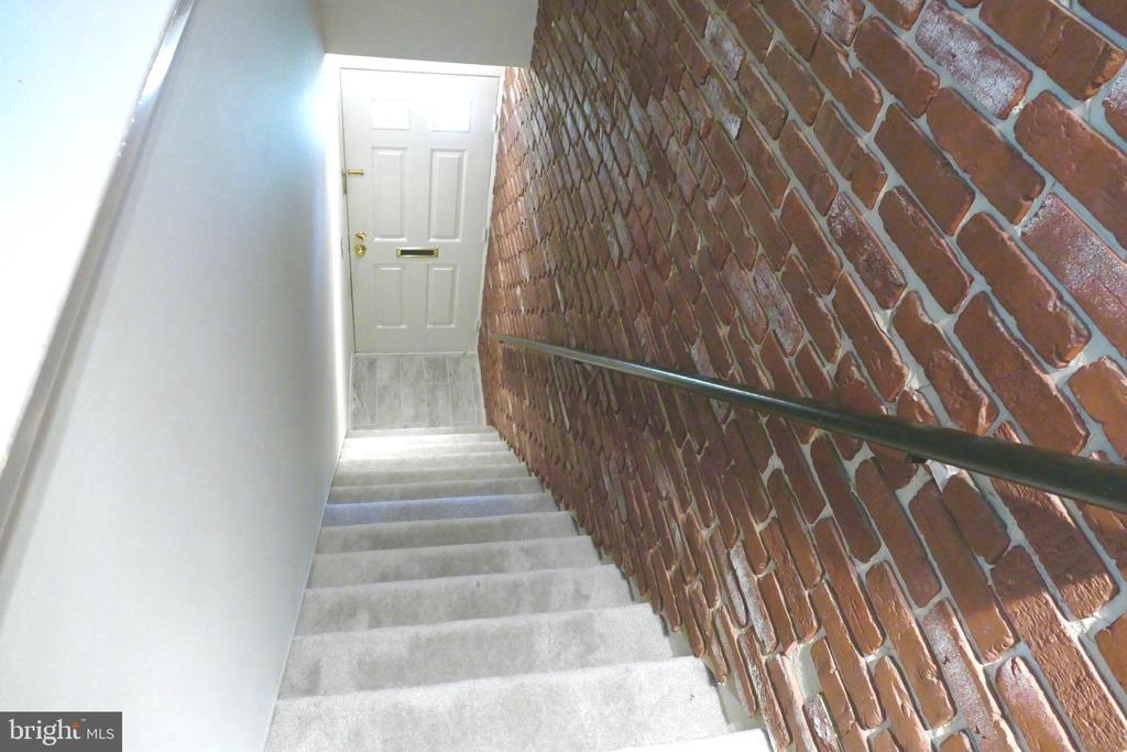 Stairwell from entrance... - 2629 S WALTER REED DR #C, ARLINGTON