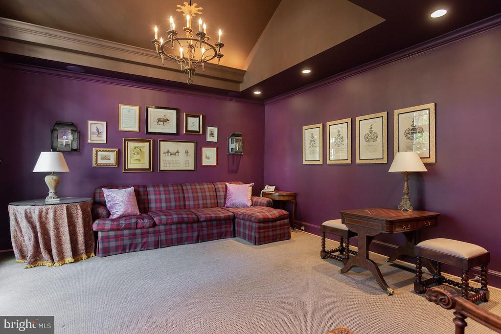Spacious Family Room with Vaulted Ceilings - 2848 MCGILL TER NW, WASHINGTON