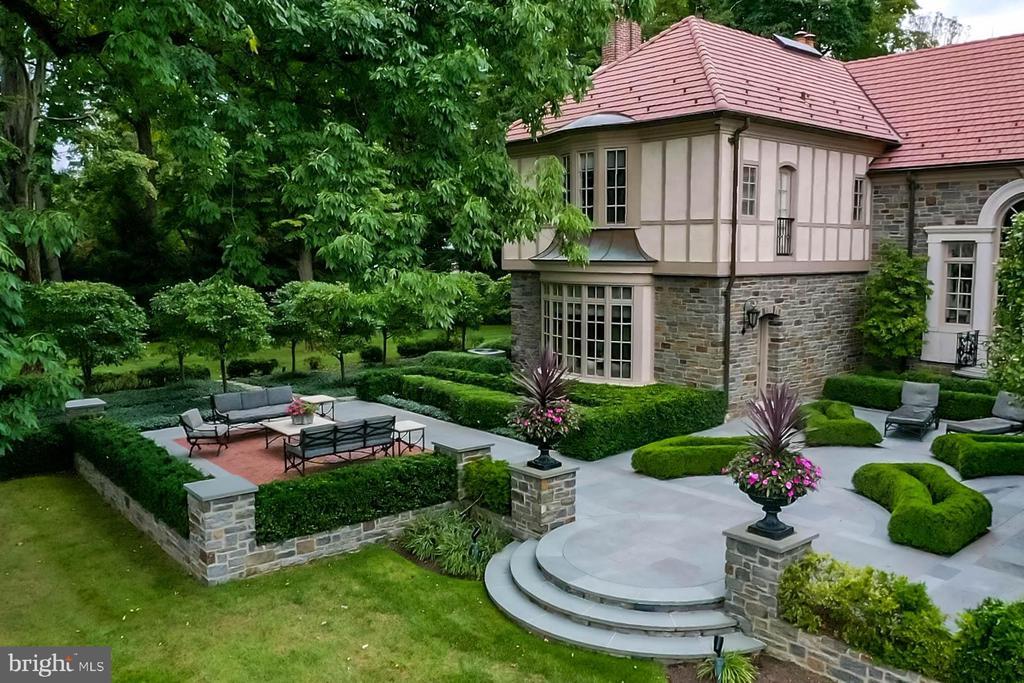 Beautiful bluestone patios - 733 N SPRING MILL RD, VILLANOVA