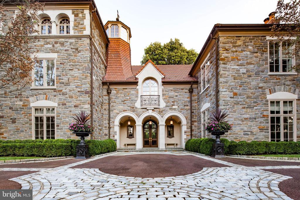 Stunning true stone facade and limestone arches - 733 N SPRING MILL RD, VILLANOVA