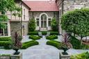 Stunning hardscaping, patios, manicured gardens - 733 N SPRING MILL RD, VILLANOVA