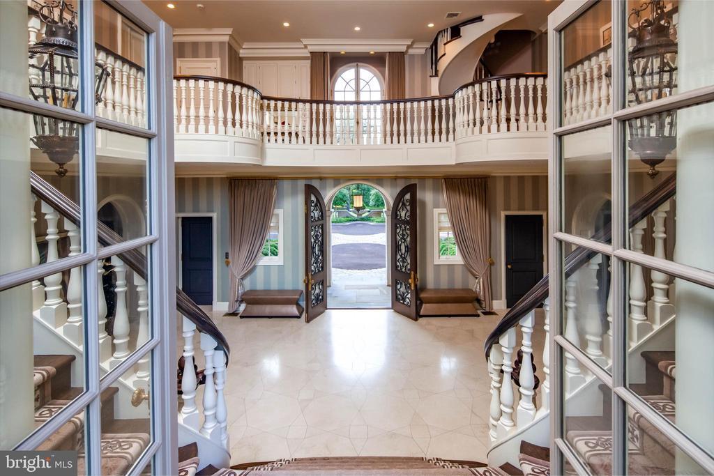 Two story foyer with palladian windows - 733 N SPRING MILL RD, VILLANOVA