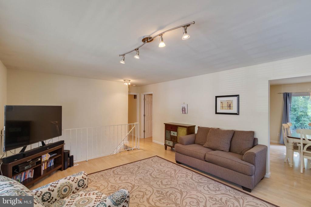 Living Room - 9083 ANDROMEDA DR, BURKE