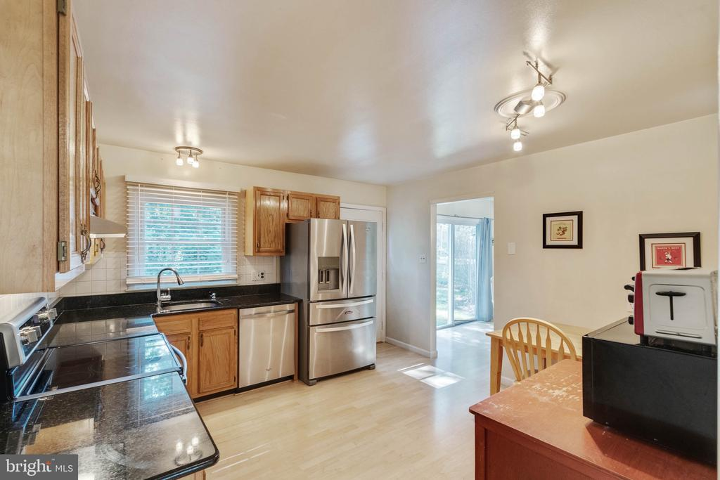 Kitchen - 9083 ANDROMEDA DR, BURKE