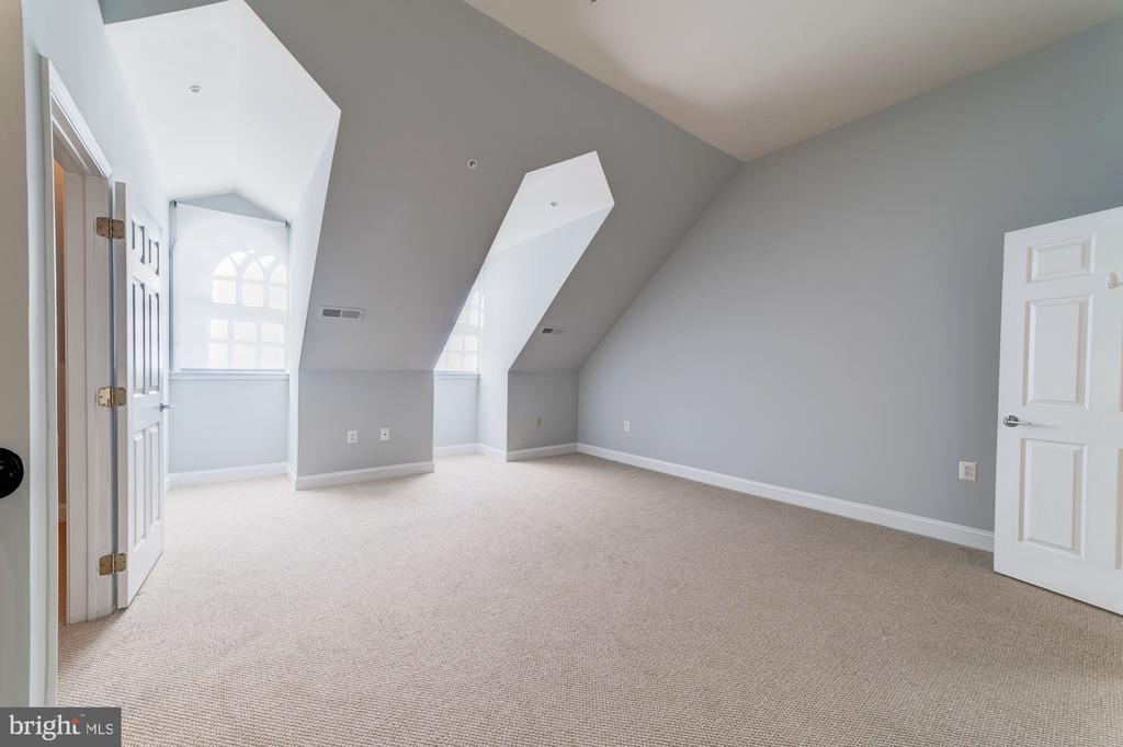 Upper level loft high ceilings and natural light - 5326 43RD ST NW, WASHINGTON