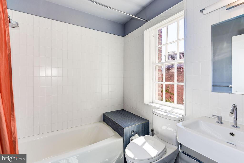 Fourth Bedroom/Au Pair Suite - 2019 R ST NW, WASHINGTON