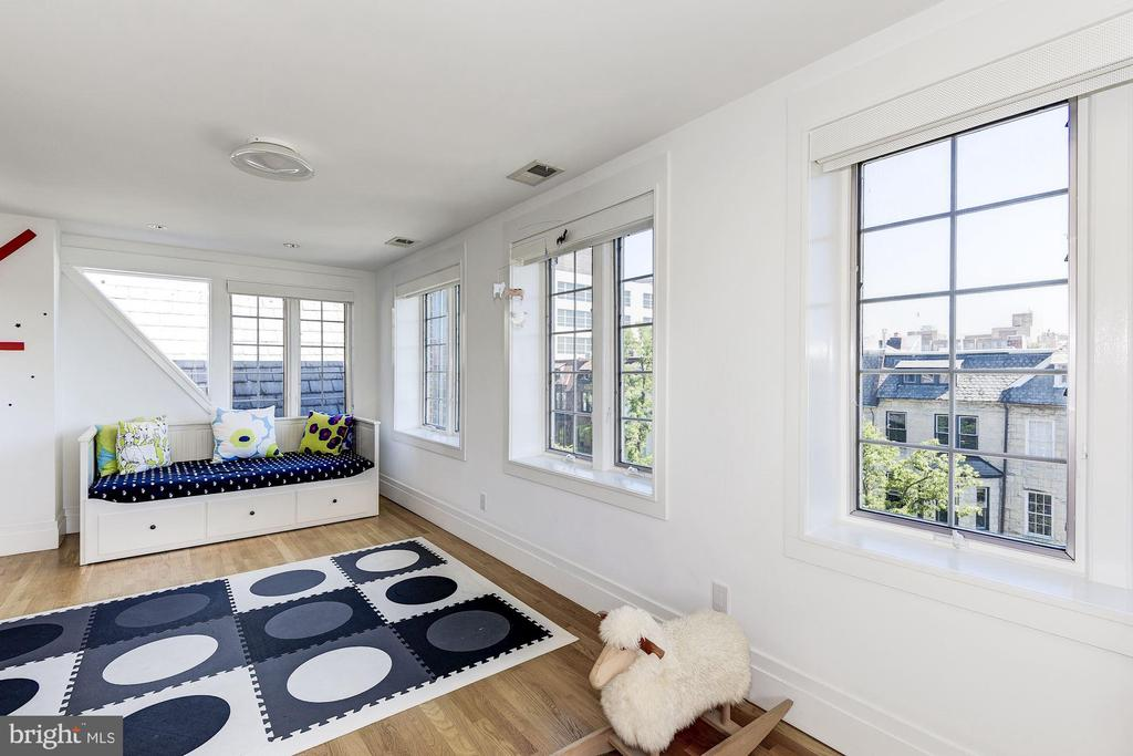 Third Bedroom Suite - 2019 R ST NW, WASHINGTON
