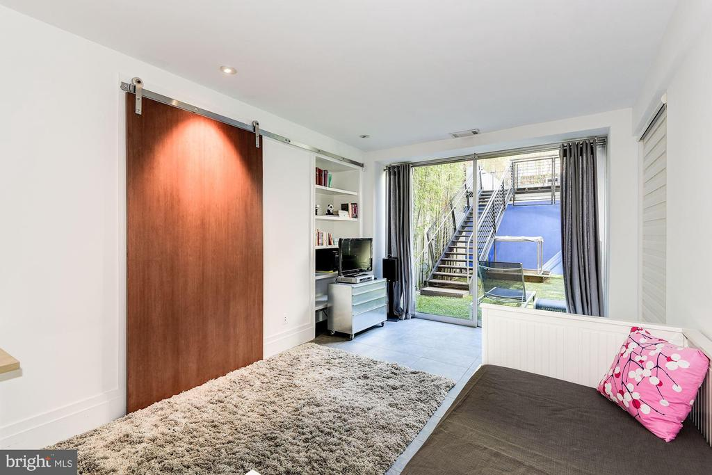Fifth Bedroom Suite - 2019 R ST NW, WASHINGTON