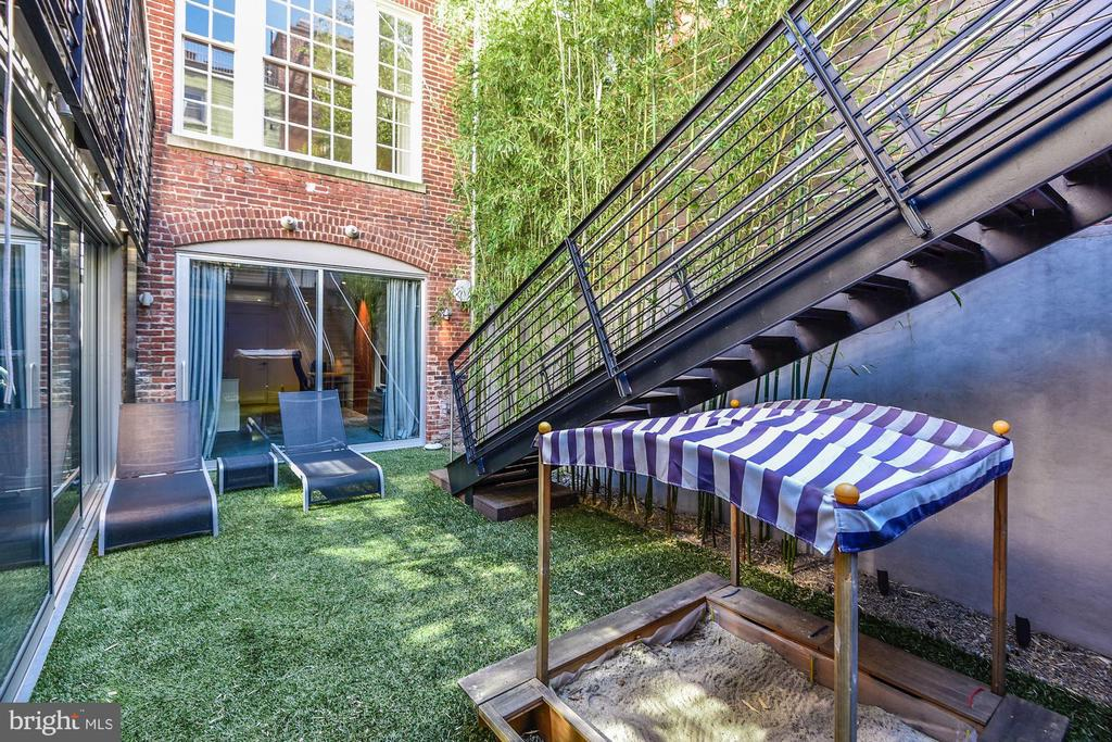 Rear Garden - 2019 R ST NW, WASHINGTON
